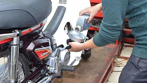Thay dầu định kỳ cho xe máy