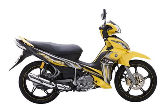 Màu vàng được pha trộn với màu đen thật hài hòa, tạo nên phong cách xe đua thuyền truyền thống của Yamaha