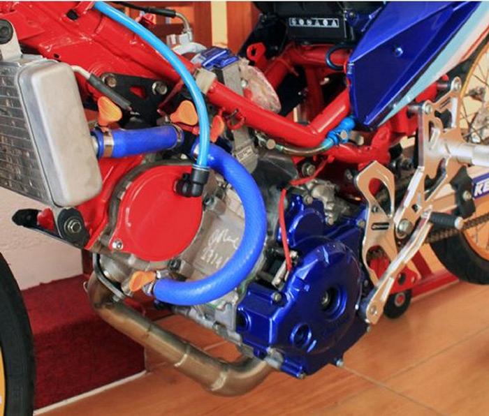 Một chiếc xe drag cần được lên trái lớn, thay đổi hệ thống hút và xả khí