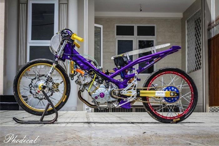 Chiếc Yamaha Exciter 135 của một biker được độ theo phong cách drag Thái với chi phí 90 triệu đồng gây ấn tượng mạnh với cộng đồng xe drag