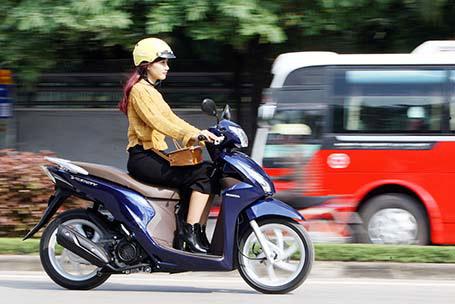Khả năng vận hành của Honda Vision vượt trội hơn hẳn Nozza