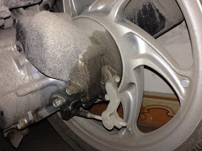 Xe bị chảy nhớt ở lốc máy