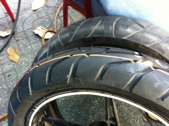Lốp xe không ruột Duro