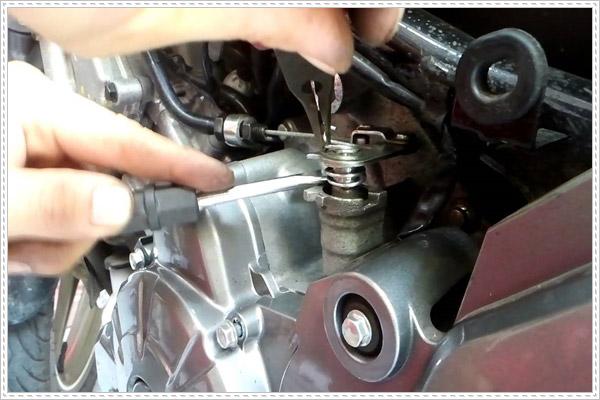 Cách bảo dưỡng dây côn xe máy đúng cách bạn nên biết