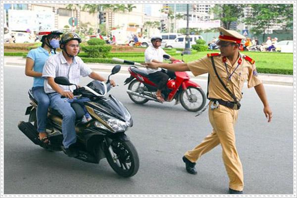 Xử phạt xe máy qua đường không tuân thủ Luật giao thông
