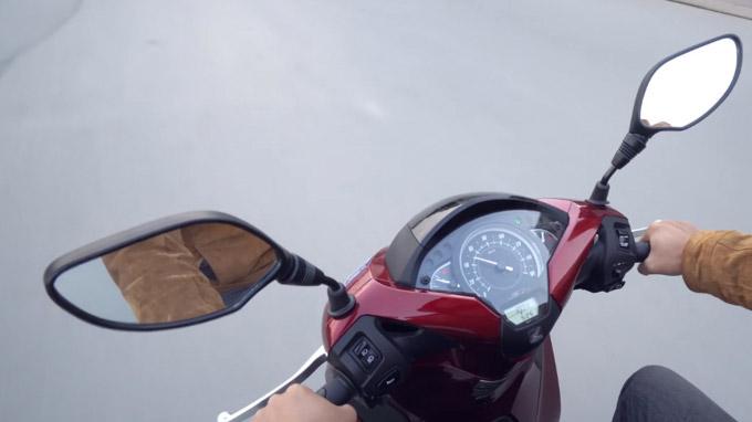Gương xe máy được thiết kế theo tiêu chuẩn