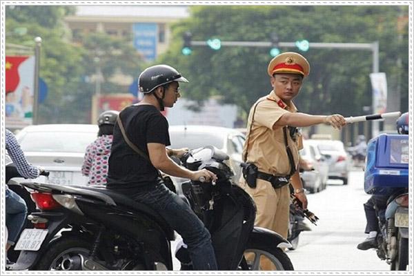 Mức phạt cho lỗi không gương khi điều khiển xe máy