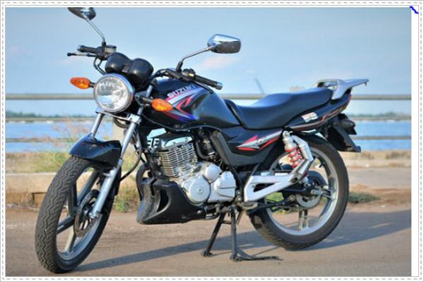 Suzuki EN 150 mang kiểu dáng của chiếc moto Classic