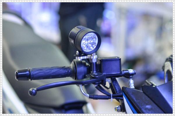 Độ đèn xenon cho xe máy có bị phạt không?