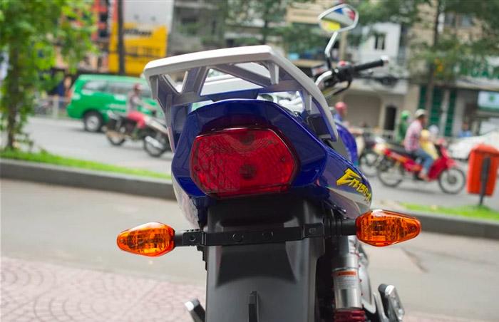 Thiết kế đuôi xe và hệ thống đèn hậu trên xe EN150A