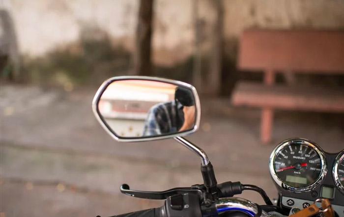 Gương xe được thu lại trông gọn gàng hơn