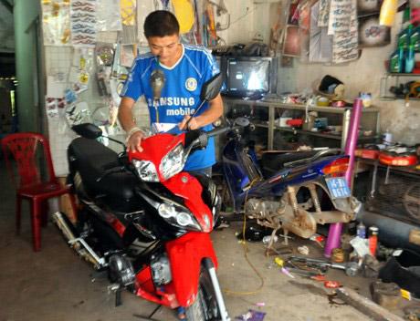 Học nghề sửa xe máy trực tiếp tại tiệm