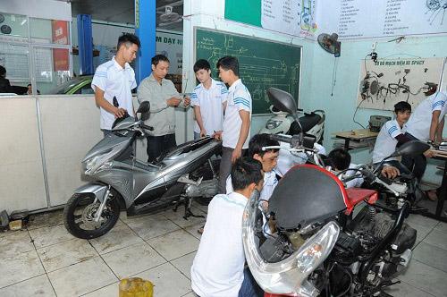 Học nghề sửa xe máy tại trường