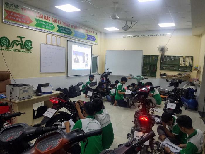 Lớp học tại Trung tâm đào tạo Kỹ Thuật xe máy Việt Nam