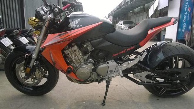 Honda Hornet 600 độ hầm hồ sở hữu bánh xe lớn