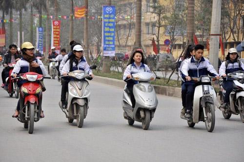 Học sinh lớp 10 điều khiển xe 50cc bị phạt như thế nào?