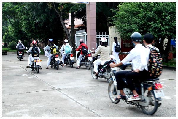 Học sinh có được phép đi xe máy không?