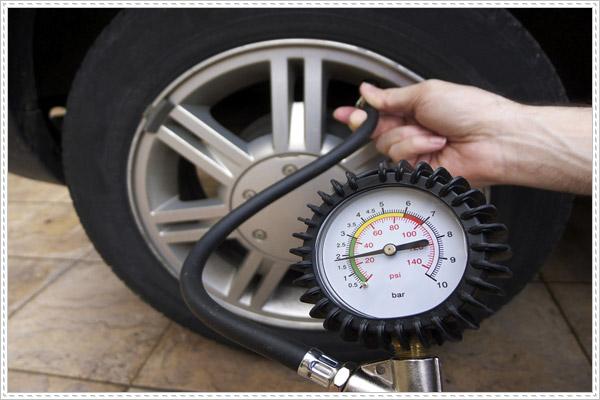 Bơm lốp xe ô tô bao nhiêu kg là đủ?
