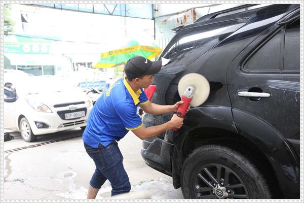Lợi ích của việc đánh bóng xe ô tô