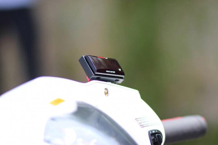 Đồng hồ Koso Volt là điểm nhấn đặc biệt trên chiếc xe Vision độ này