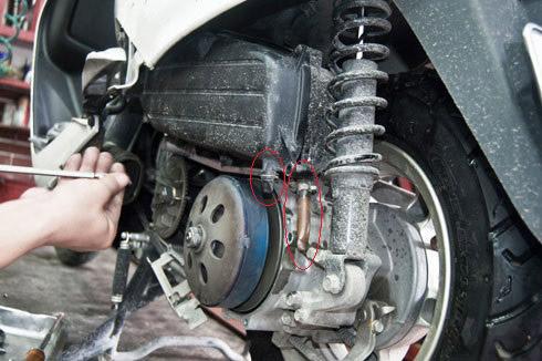 Đường nạp xăng quá bẩn hoặc nắp ống dẫn xăng bị hỏng cũng là nguyên nhân khiến xe bị ì máy