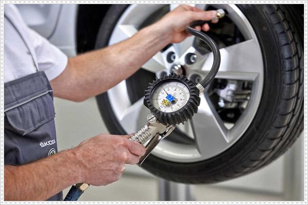 Bơm lốp ô tô bao nhiêu kg cho đúng chuẩn