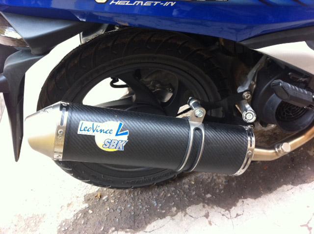 Ống pô cũng được thay mới của thương hiệu LeoVince