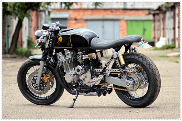 Những thay đổi của Honda CB750 độ Cafe Racer