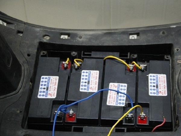 Đấu 4 bình ắc quy nối tiếp trên xe điện